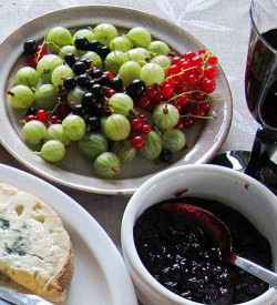Berries with cheese