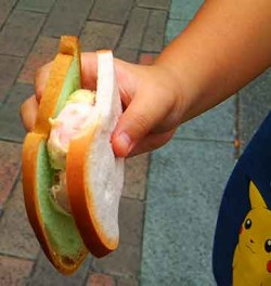Singapore ice cream sandwich, Singapore-style