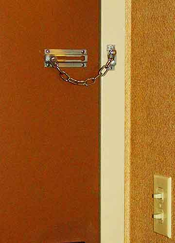 The useless chain latch in my room at Miami\u0027s Radisson Mart Plaza Hotel. : chain door - Pezcame.Com