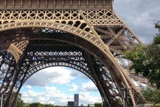 child pickpockets, Eiffel Tower, Paris France