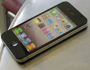 smartphone theft and police: Fake iPhone on our cafe table