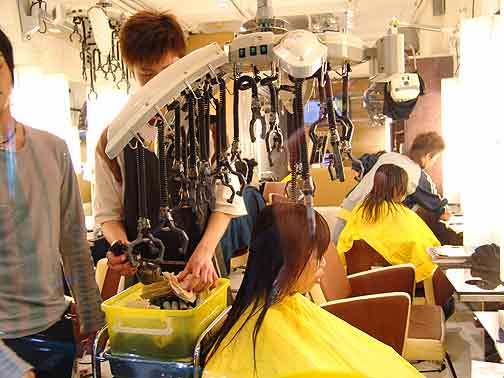 Beauty Salon in China – Life Behind The Wall