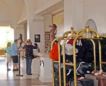 Hotel luggage storage: Who's responsible for luggage left in the hotel lobby?