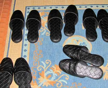 Japans shoe rules: Temporary shoes, just to get us to our rooms.