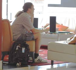 Hotel lobby luggage theft #2