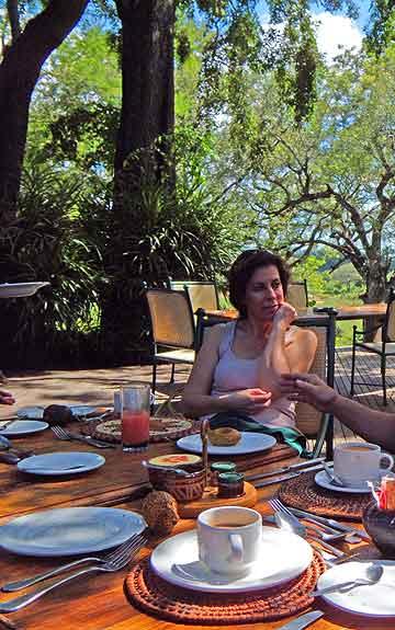 mala-mala-breakfast