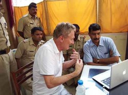 Mumbai police watch Bob Arno's video of pickpockets around the world.