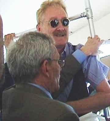 Pickpocket Nuncio pins Bob Arno in place