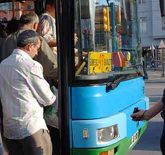 A pickpocket in Istanbul works passengers as they board the bus.