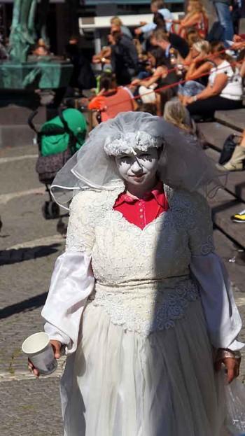Ghost pickpocket or white-dressed beggar?