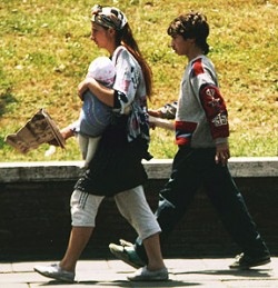 Pickpockets in Rome: Is she really going to read that newspaper?